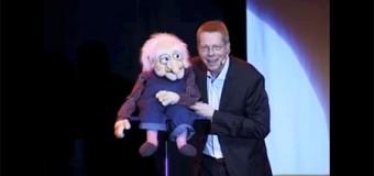 Comedy: Jörg Jara hört Stimmen im Savoy Bordesholm