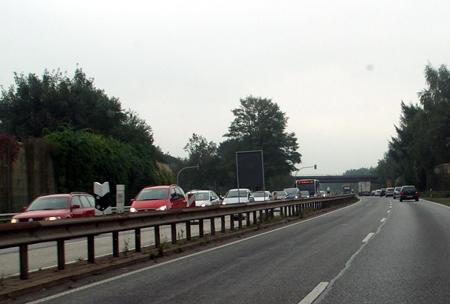Rendsburger Tunnel dicht – Stau mal wieder! Oder park mal wieder! Neuer Behelfsparkplatz wurde eingerichtet