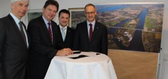 Neubau der Rader Hochbrücke – Land besiegelt Vertrag für das Großbauprojekt