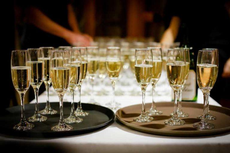 Hochzeit zuhause oder im Restaurant feiern?