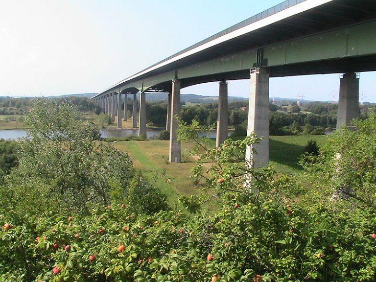 Auf der Rader Brücke gab es 2020 über 60.000 Verstöße gegen Tempolimits